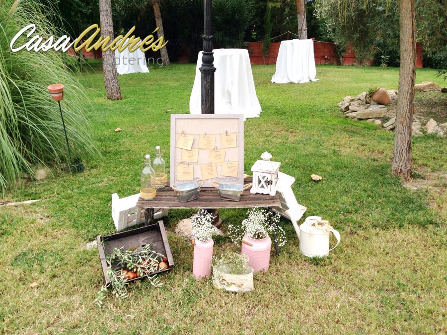 debes adaptar tu boda al estilo de decoracin que vaya con vosotros velas flores marcos de fotos jaulas candelabros mensajes tarros de cristalu bodas